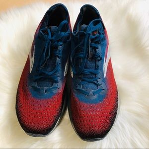 Brook's Levitate 2 Men Sneaker Size 10